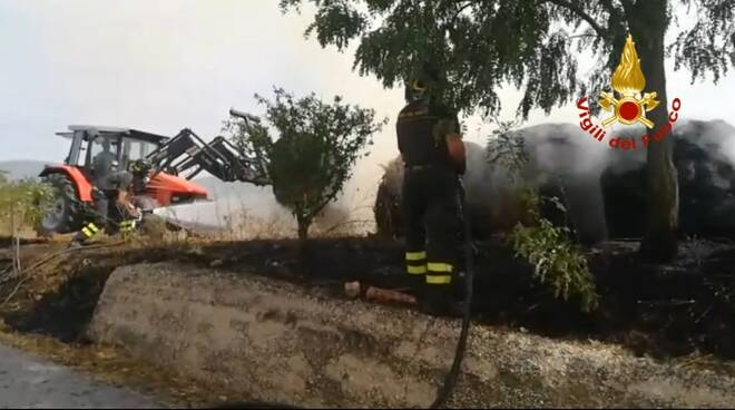 incendio rotoballe Limosano campagna