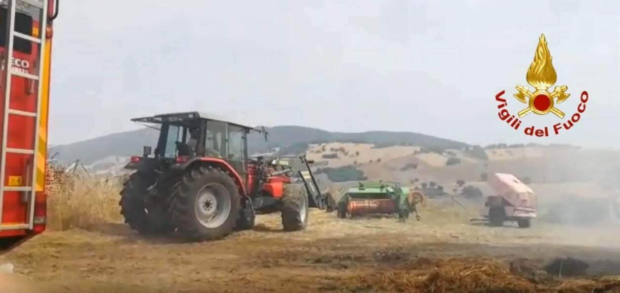 incendio rotoballe Limosano campagna campi coltivati