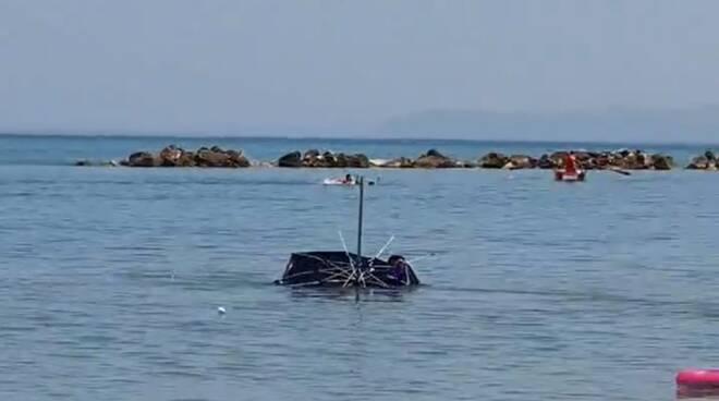 ombrelloni mare campomarino lido vento