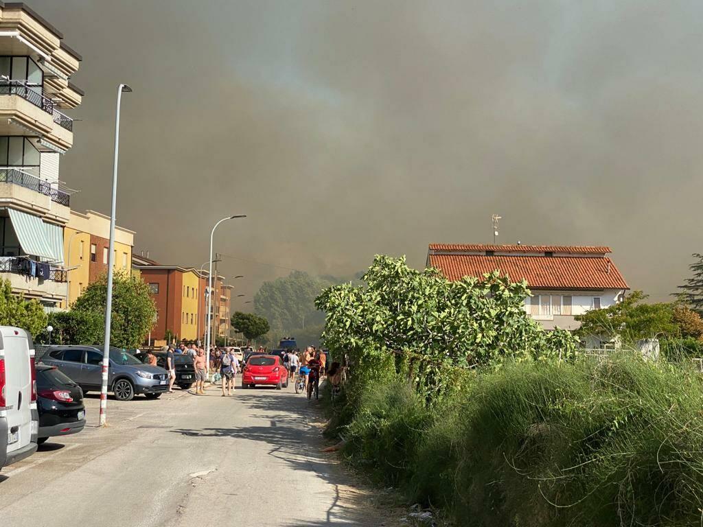 incendio 8 agosto campomarino lido fumo