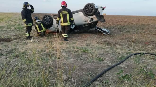 morte valeria cinalli incidente ferragosto auto ribaltata vigili fuoco sinarca