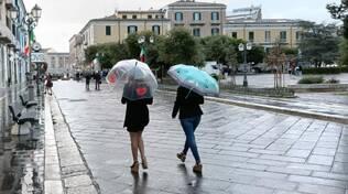 meteo, pioggia, ombrelli