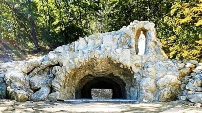 grotta lourdes bosco corundoli