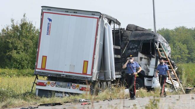 foto ansa incidente nel Milanese muore camionista di Trivento
