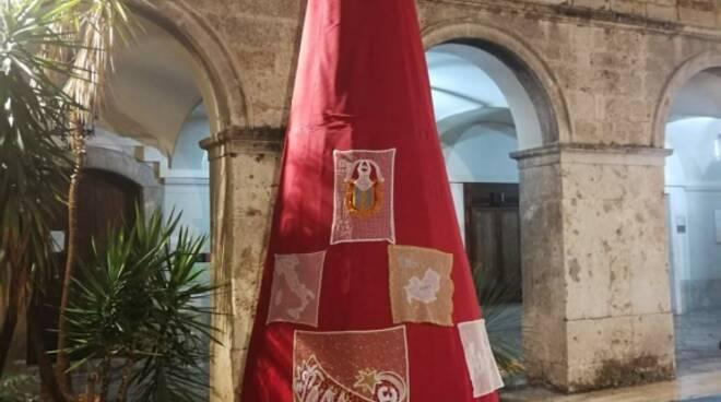 Isernia, l'Albero fatto con il tombolo