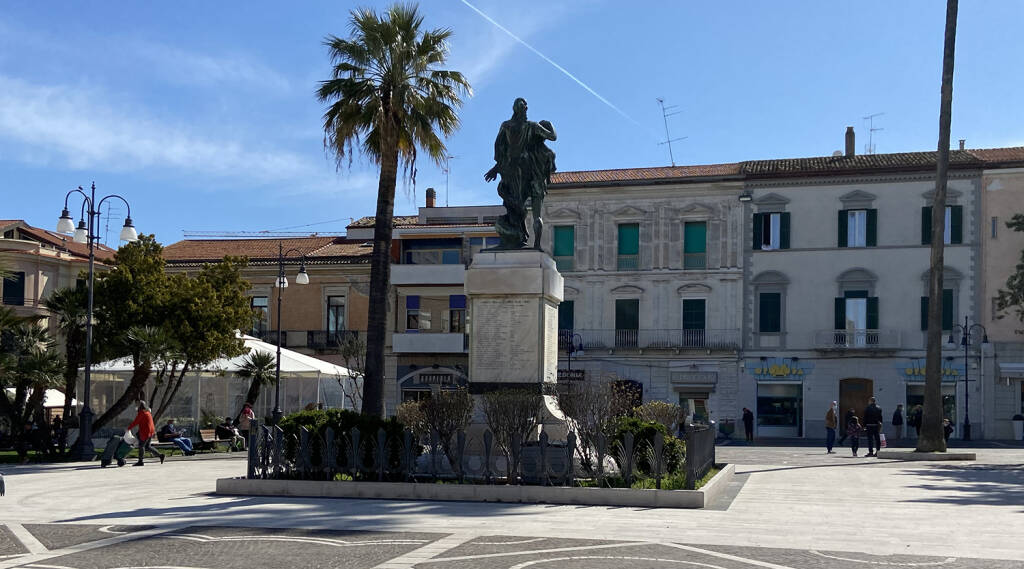 milite ignoto piazza monumento termoli