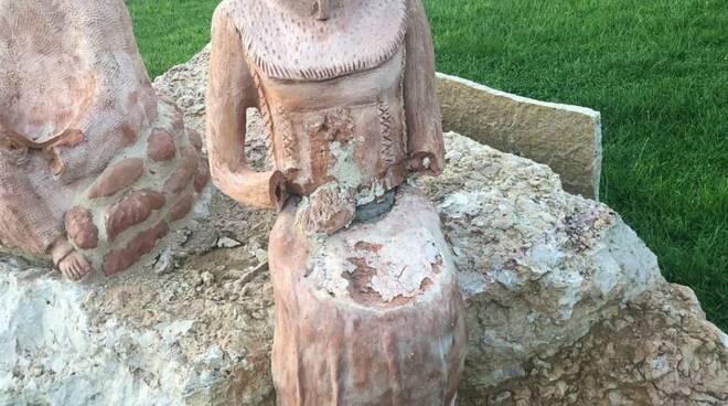 Rotonda Timoteana, statue vandalizzate