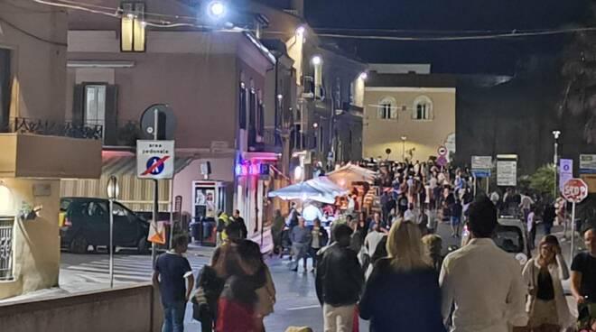 Termoli sera by night assembramenti folla